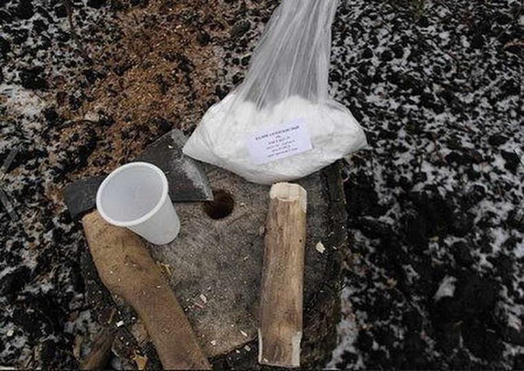 Как уничтожить дерево аммиачной селитрой